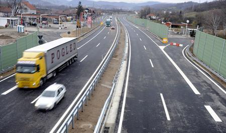 Auto-moto savez Srbije upozorava vozače na mokre puteve i